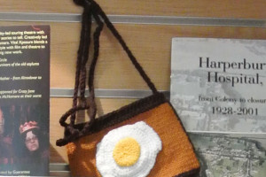 Hilary Porter's egg pattern knitted handbag.