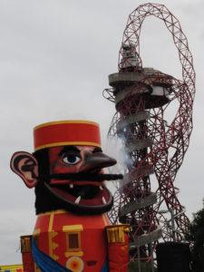 Pullen's Giant against the Orbital at the Olympic Park with smoke. Photo credit: Emilia Teglia